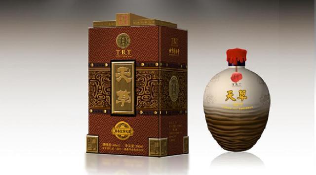 自古至今,酒类精美的包装或艺术性极强的设计,在给人们带来欣赏价值的同时,也成为众多收藏爱好者的藏品。此类包装物之所以会成为收藏珍品,其价值主要体现在造型奇特、设计精美、艺术效果极佳等诸多方面。在酒瓶的收藏中,人物酒瓶是众多瓶友最为喜爱的一个专题。这不仅因为人物酒瓶设计精美,造型生动,更重要的是生产厂家为了利用名人效应打造酒的品牌,纷纷选择古今中外具有一定影响力的现实人物和神话人物作为设计素材,这就使得此类酒瓶所蕴藏的文化内涵大大增加。藏家不仅能够获得视觉上的享受和收藏上的成就感,更能从中汲取丰富的历史文化