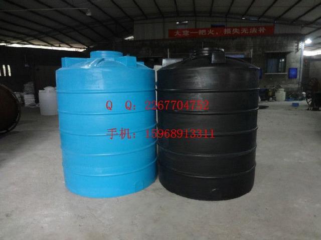 敞口塑料桶性能:产品桶体采购进口PE原料,滚塑一次成型,具有较强的耐撞击和耐磨性,较好的卫生性和耐腐蚀性。型号有:PT-200L;PT-400L;PT-500L;PT-1000L;PT-2000L;PT-3000L;PT-5000L;PT-6000L;PT-8000L;PT-10000L;PT-15000L;PT-20000L;PT-30000L;PT-40000L; PT-500000L 广泛应用于:高层建筑二次供水、蓄水;水处理净化设备配套;工业用水冷却;化工制剂、化工原料、各种油品、饮品储存、运输。