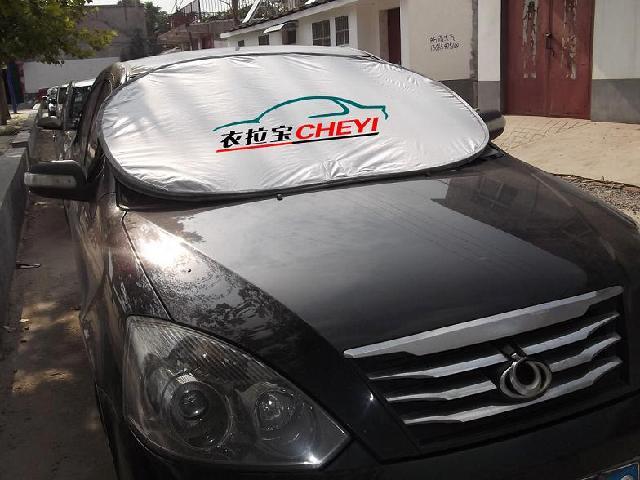 汽车前挡风玻璃防寒防晒保护罩三大特点: 1 ,夏天防热,冬天保温,自动