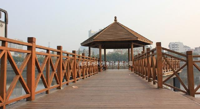 重庆防腐木拱桥 户外实木栏杆定制
