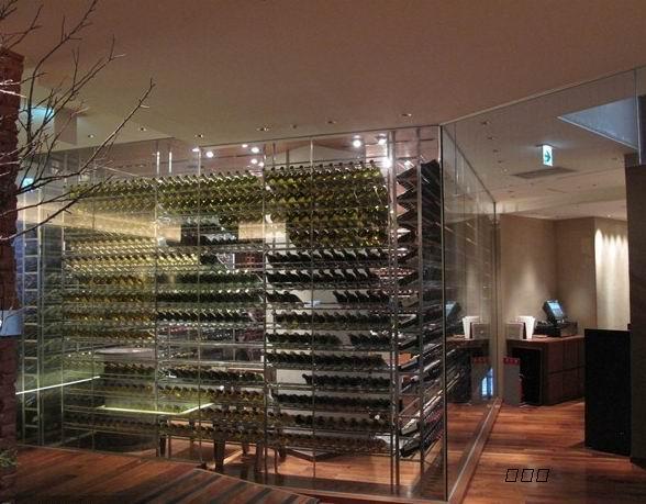 楼梯三角形储存红酒柜效果图