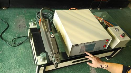 主机(超声波发生器)使用新颖的集成电路组成控制电路.